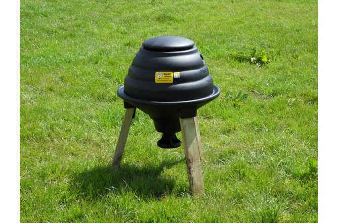 Emperor Feeder with Wooden Legs & Pan Feeder